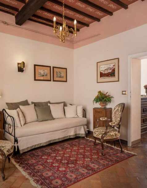 Fattoria del Colle - Farmhouse in Tuscany - Granduca room's sitting area
