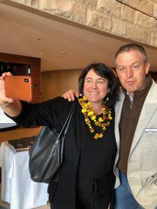 Monica-Larner-fa-uno-dei-suoi-selfie-con Gianluca Grasso-del-Piemonte