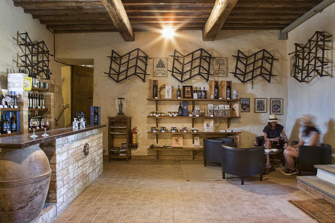 accoglienza-in-cantina-CasatoPrimeDonne-Montalcino