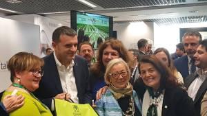 Le-Donne-del-Vino-col-Ministro-Centinaio