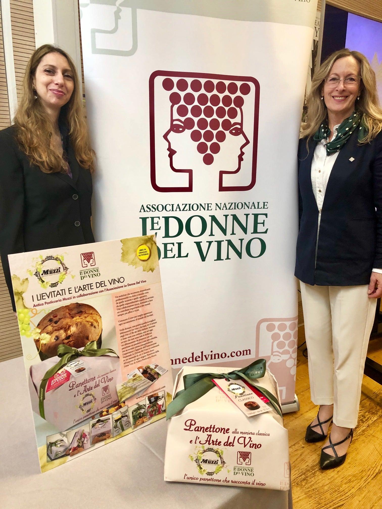 Milano-Wine-Week-Camilla-Guiggi-Antonietta-Mazzeo-autrici-dell'opuscolo-allegato-al-panettone-con-l'arte-del-vino