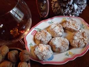 Vin-santo-del-Chianti-Doc-con-cavallucci-Fattoria-del-Colle-Toscana