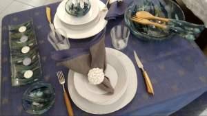 Coltelli-da-bistecca-con-manico-in-olivo-e-altri-oggetti-di-artigianato-toscano-selezionati-da-ToscanaLovers