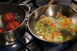 Onion-Soup-Preparation-Fattoria-Del-Colle-Tuscany