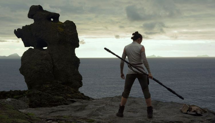 Star Wars Last Jedi Rey treinando