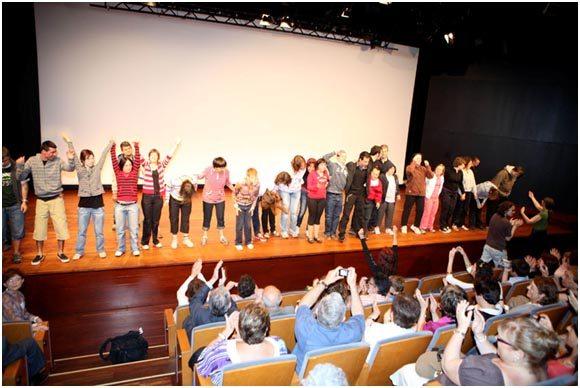Actuación de los jóvenes de Ludàlia
