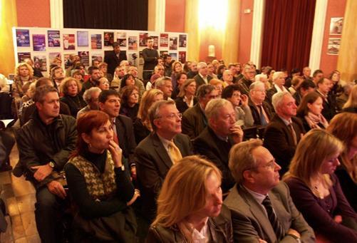 """Vista parcial de los asistentes al acto sobre el """"Holodomor"""""""