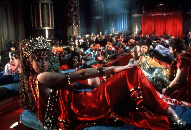 Scene from film CALIGULA (1979) starring HELEN MIRREN. FOR USE AS FILM FOUR CHANNEL PROGRAMME PUBLICITY ONLY 124 HORSEFERRY ROAD LONDON SW1P 2TX 0171 306 8685 Ffc -