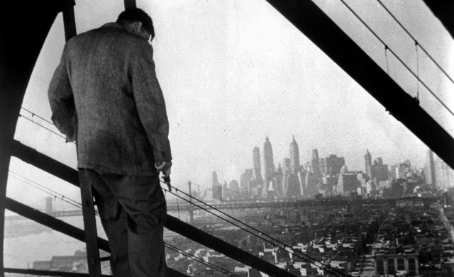 Naked City, The (1948) | Pers: Ted De Corsia | Dir: Jules Dassin | Ref: NAK004AR | Photo Credit: [ The Kobal Collection / Universal ] | Editorial use only related to cinema, television and personalities. Not for cover use, advertising or fictional works without specific prior agreement