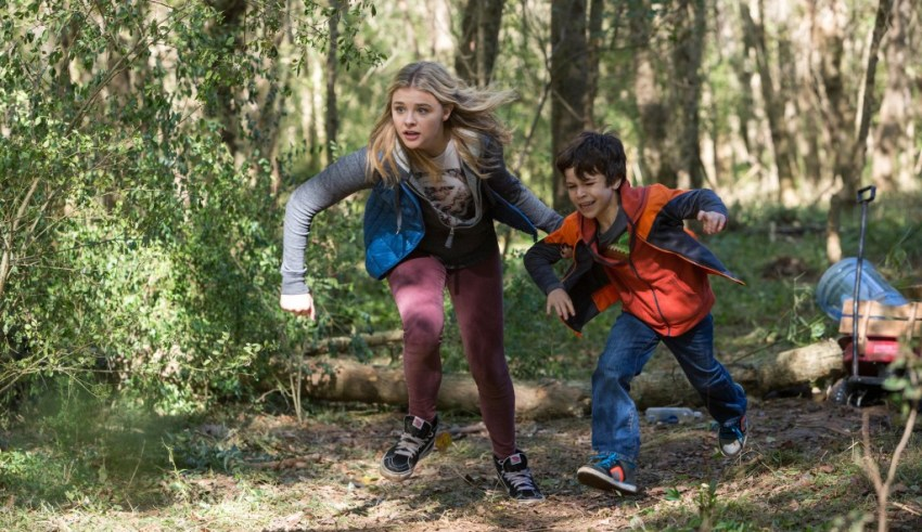Chloe Grace Moretz stars in Columbia Pictures' THE 5TH WAVE