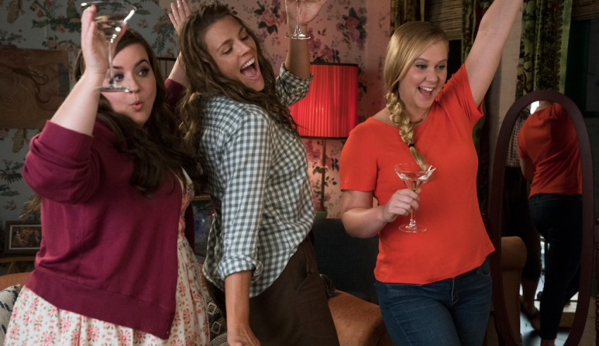 (R-L) Aidy Bryant, Busy Philipps, and Amy Schumer star in STX Entertainment I FEEL PRETTY