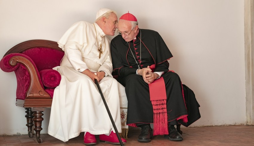 (L-R) Anthony Hopkins and Jonathan Pryce star in Netflix's THE TWO POPES