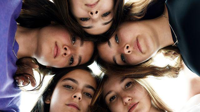 les-actrices-du-film-mustang-posent-au-festival-de-cannes-le-19-mai-2015_5356673
