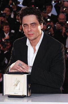 benicio-del-toro-premiato-con-la-palma-d'ro-a-Cannes-per-il-film-il-Che-di-steven-soderbergh