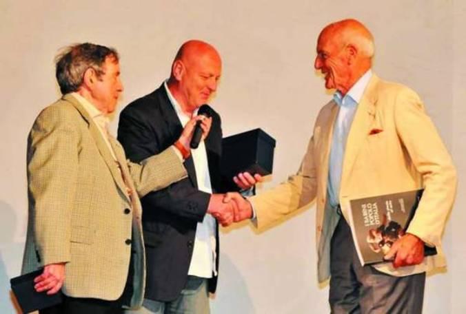 Massimo Iaboni, Fabrizio Montiroli premiano con il Mirto d'oro Philippe Leroy