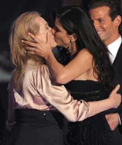 Il bacio tra Meryl Streep e Sandra Bullock