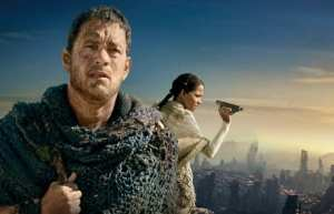 Tom Hanks e Halle Berry in un'immagine di Cloud Atlas