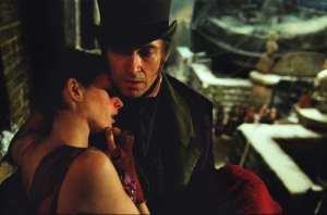 Anne Hathaway e Hugh Jackman in una scena de Les Misérables