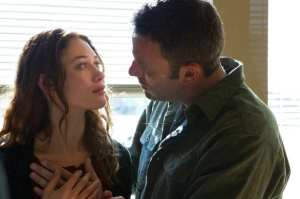 Olga Kurylenko e Ben Affleck in un'immagine di To the Wonder