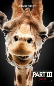 La giraffa di Alan, protagonista del nuovo poster di Una notte da leoni 3