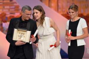 Abdellatif Kechiche, Lea Seydoux e Adele Exarchopoulos   © ALBERTO PIZZOLI/Getty Images