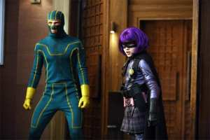 Aaron Johnson (Kick-Ass) e Chloe Moretz (Hit-Girl) in azione in una scena di Kick-Ass 2
