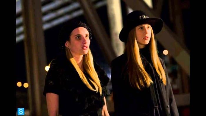 American Horror Story: Coven - Emma Roberts e Taissa Farmiga