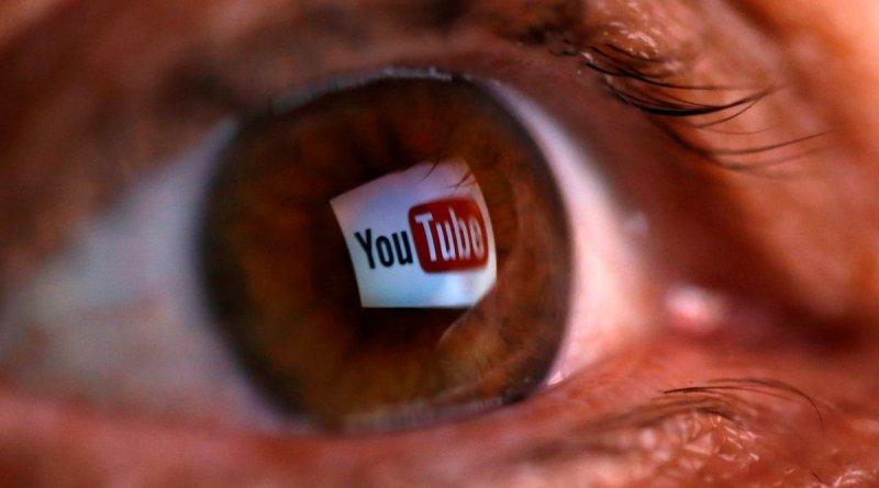 youtube logosunun göz bebeğinde yansıma hali
