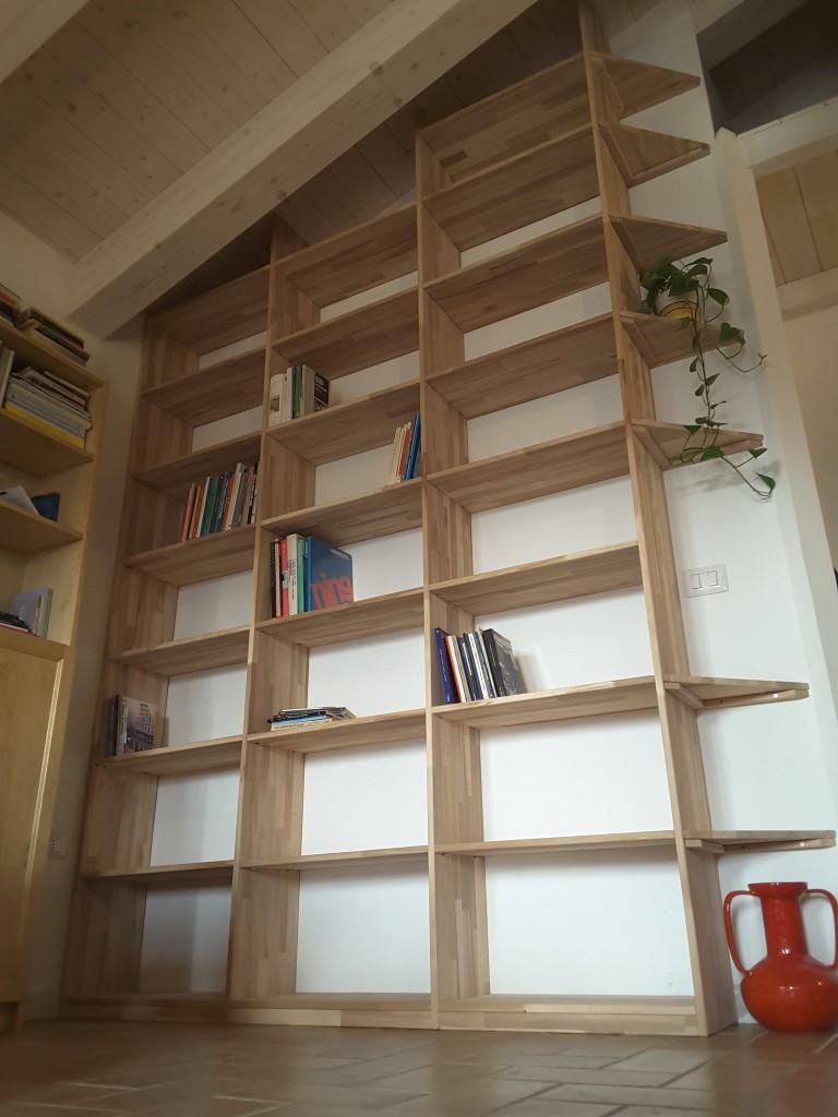 Librerie da appoggio Cinius modelli Yat e Scaletta in