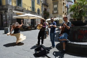 Napoli, musica per le vie del centro storico