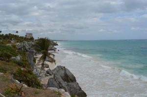 Messico, spiaggia davanti alle rovine Maya di Tulum