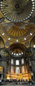 Basilica di Santa Sofia, interno, si notino elementi islamici ai lati della cupola