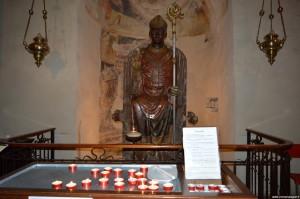 Verona, Basilica di San Zeno, statua in marmo di San Zeno