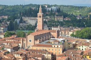 Verona, Basilica di Sant'Anastasia, sullo sfondo le Terme Romane