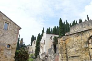 Verona, scorcio panoramico Teatro Romano con costruzioni sopravvissute agli scavi