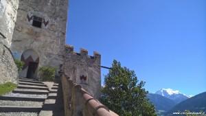 Castel Coira, scalinata d'ingresso e vetta dell'Ortles