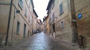Urbino, una via del centro storico