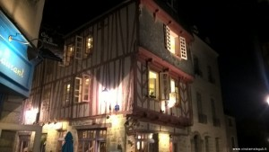 Vannes by night, case a graticcio