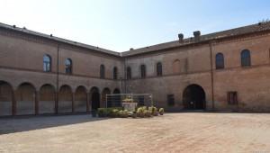 Bentivoglio, Castello, cortile interno