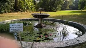 Fontana nel parco romantico di Villa Magnani