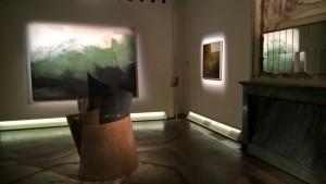 Sala mostra Palazzo Fava, sullo sfondo opera di Maurizio Bottarelli, Paesaggio norvegese