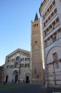 Parma, il Duomo con il suo campanile e, a fianco, il Battistero