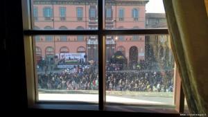 Imola, Piazza Matteotti vista da una sala di Palazzo Sersanti già Riario, durante il Carnevale dei Fantaveicoli