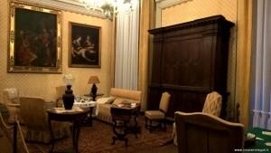 Imola, Palazzo Tozzoni, sala gialla con armadi seicenteschi