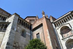 Piacenza, il Duomo, veduta di lato con la cupola