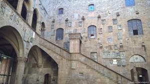 Museo Nazionale del Bargello, scalinata cortile interno, Firenze