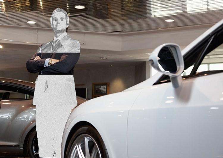 Venditore di auto (stilizzato in bianco) nel suo luogo di lavoro