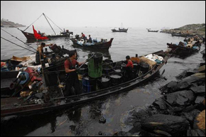 China-Oil-Spill-290