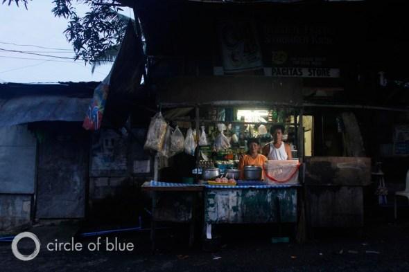 east manila philippines cuatro water privatization slum squatter village world water day 2013 carl ganter circle of blue