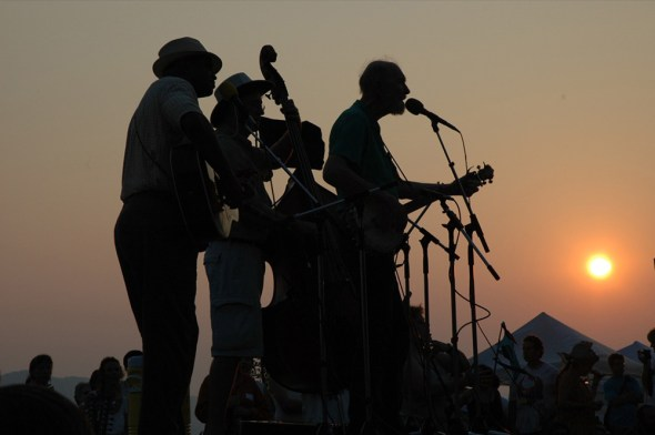 An unstoppable force of American folk culture, Pete performed here at 87 years old. Croton Point, NY, June 2006